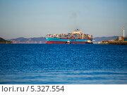 Пароход Маерск заходит в порт Восточный (2013 год). Редакционное фото, фотограф Sergey  Kalabin / Фотобанк Лори