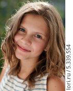 Купить «Портрет симпатичной девочки», эксклюзивное фото № 5339554, снято 9 августа 2013 г. (c) Игорь Низов / Фотобанк Лори