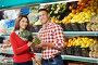 Молодая семья покупает фрукты в супермаркете, фото № 5342054, снято 2 октября 2012 г. (c) Дмитрий Калиновский / Фотобанк Лори