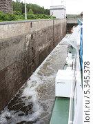 Шлюз на Сайменском канале (2012 год). Стоковое фото, фотограф Инна Горохова / Фотобанк Лори