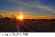Закат над просёлочной дорогой. Стоковое фото, фотограф Виктор Храмов / Фотобанк Лори