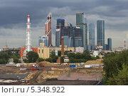 """Купить «""""Москва-Сити""""», фото № 5348922, снято 20 июля 2013 г. (c) Sashenkov89 / Фотобанк Лори"""