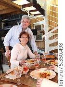 Купить «Стол, накрытый для семейного обеда», фото № 5350498, снято 14 января 2010 г. (c) Phovoir Images / Фотобанк Лори