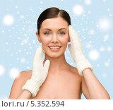 Купить «Красивая молодая женщина с подтянутой кожей лица и шеи», фото № 5352594, снято 6 января 2013 г. (c) Syda Productions / Фотобанк Лори