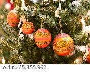 Купить «Новогодние шары в стиле хохломы», фото № 5355962, снято 18 ноября 2013 г. (c) Валерия Попова / Фотобанк Лори