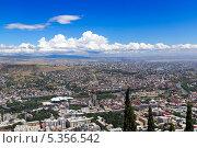 Купить «Вид с высоты птичьего полета на Тбилиси. Грузия», фото № 5356542, снято 3 июля 2013 г. (c) Евгений Ткачёв / Фотобанк Лори
