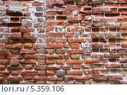 Купить «Красная кирпичная стена Свято Благовещенского мужского монастыря Фон», фото № 5359106, снято 26 мая 2013 г. (c) Алёшина Оксана / Фотобанк Лори