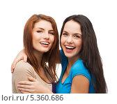 Купить «две улыбающиеся подруги обняли друг друга», фото № 5360686, снято 27 ноября 2013 г. (c) Syda Productions / Фотобанк Лори