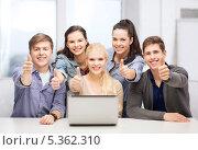 """Купить «улыбающиеся студенты протягивают в камеру жест """" все отлично""""», фото № 5362310, снято 2 ноября 2013 г. (c) Syda Productions / Фотобанк Лори"""