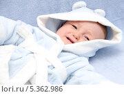 Маленький ребенок плачет в кровати. Стоковое фото, фотограф Nikolay Kostochka / Фотобанк Лори