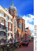 Купить «Канал в центре города Амстердам, Голландия», фото № 5381610, снято 19 сентября 2013 г. (c) Vitas / Фотобанк Лори