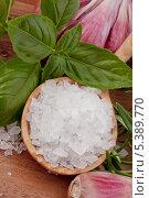 Зелень и ложка соли. Стоковое фото, фотограф Natalja Stotika / Фотобанк Лори