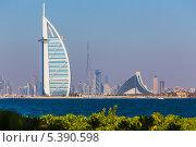 Купить «Роскошный отель «Бурдж-эль-Араб» («Арабская башня»), Дубай», фото № 5390598, снято 7 ноября 2013 г. (c) Олег Жуков / Фотобанк Лори