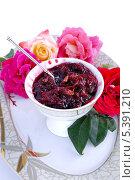 Купить «Варенье из садовых роз», эксклюзивное фото № 5391210, снято 17 августа 2013 г. (c) Blekcat / Фотобанк Лори