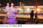Купить «Ледяная скульптура около Красной площади», эксклюзивный видеоролик № 5392494, снято 15 декабря 2013 г. (c) Алёшина Оксана / Фотобанк Лори