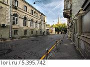 Купить «Старосадский переулок, Москва», эксклюзивное фото № 5395742, снято 3 августа 2013 г. (c) lana1501 / Фотобанк Лори