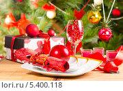 Купить «Новогоднее украшение стола», фото № 5400118, снято 16 декабря 2013 г. (c) Лариса Миронец / Фотобанк Лори