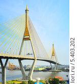 Купить «Мост Пумипона, соединяющий южный Бангкок и провинцию Самутпракан», фото № 5403202, снято 2 марта 2013 г. (c) Иван Нестеров / Фотобанк Лори