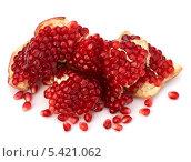 Купить «Разломленный гранат со спелыми зернами», фото № 5421062, снято 24 ноября 2010 г. (c) Natalja Stotika / Фотобанк Лори