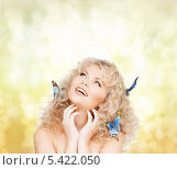 Купить «смеющаяся блондинка с бабочками в волосах», фото № 5422050, снято 21 ноября 2009 г. (c) Syda Productions / Фотобанк Лори