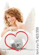 Купить «девушка в костюме ангела с белым мячом», фото № 5423550, снято 1 августа 2009 г. (c) Syda Productions / Фотобанк Лори