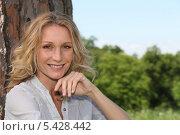 Купить «Улыбающаяся женщина на природе», фото № 5428442, снято 18 мая 2010 г. (c) Phovoir Images / Фотобанк Лори