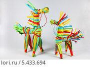 Кони из полосок цветной бумаги. Стоковое фото, фотограф Валерий Князькин / Фотобанк Лори
