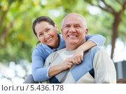 Купить «Портрет пожилой пары на открытом воздухе», фото № 5436178, снято 22 мая 2018 г. (c) Яков Филимонов / Фотобанк Лори