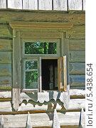 Купить «Старое деревянное окно», фото № 5438654, снято 18 мая 2013 г. (c) Марина Шатерова / Фотобанк Лори