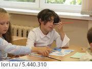 Купить «Школьный урок рисования», эксклюзивное фото № 5440310, снято 2 августа 2006 г. (c) Ирина Терентьева / Фотобанк Лори