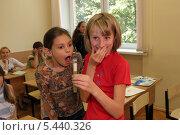 Купить «Удивительное приключение в химическом кружке», эксклюзивное фото № 5440326, снято 2 августа 2006 г. (c) Ирина Терентьева / Фотобанк Лори