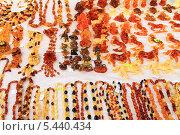 Купить «Сувениры из янтаря. Светлогорск, Калининградская область.», эксклюзивное фото № 5440434, снято 28 декабря 2013 г. (c) Михаил Рудницкий / Фотобанк Лори
