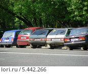 Машины, припаркованные на тротуаре, улица Фестивальная, Москва, эксклюзивное фото № 5442266, снято 11 мая 2010 г. (c) lana1501 / Фотобанк Лори