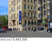Купить «АББ банк на улице Посланников переулок, Басманный район, Москва», эксклюзивное фото № 5443358, снято 2 мая 2012 г. (c) lana1501 / Фотобанк Лори