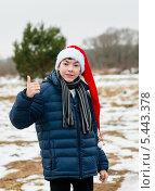 Мальчик-подросток в новогодней шапке на улице. Стоковое фото, фотограф Игорь Низов / Фотобанк Лори