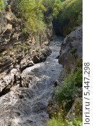 Купить «Река Белая в Хаджохской теснине, Адыгея», фото № 5447298, снято 10 сентября 2013 г. (c) Анна Мартынова / Фотобанк Лори