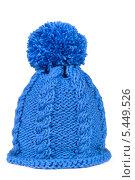 Купить «Синяя вязаная шапка с помпоном», фото № 5449526, снято 3 января 2014 г. (c) Наталия Пыжова / Фотобанк Лори