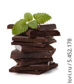 Купить «Стопка из кусочков шоколада», фото № 5452178, снято 12 апреля 2011 г. (c) Natalja Stotika / Фотобанк Лори