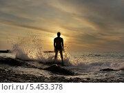 Купить «Море, закат, силуэт мужчины в контровом свете», эксклюзивное фото № 5453378, снято 23 сентября 2011 г. (c) Dmitry29 / Фотобанк Лори