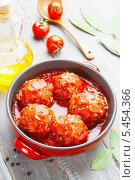 Купить «Мясные фрикадельки с рисом в томатном соусе», фото № 5454366, снято 5 января 2014 г. (c) Надежда Мишкова / Фотобанк Лори