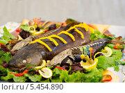 Копченая рыба на блюде. Стоковое фото, фотограф Наталья Филиппова / Фотобанк Лори