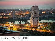 Санкт-Петербург, вид на Купчино в сумерках (2013 год). Стоковое фото, фотограф Александр Невский / Фотобанк Лори