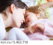 Купить «Портрет счастливых мамы и дочки», фото № 5463718, снято 15 октября 2009 г. (c) Станислав Фридкин / Фотобанк Лори
