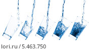 Купить «Жидкость льется в стакан», фото № 5463750, снято 24 сентября 2018 г. (c) Станислав Фридкин / Фотобанк Лори
