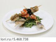 Салат из рукколы с креветками и сельдью. Стоковое фото, фотограф Ирина Уйбапу / Фотобанк Лори