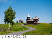 Пейзаж с березой в Кижах (2013 год). Редакционное фото, фотограф Алексей Сергевич / Фотобанк Лори