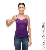 Купить «улыбающаяся брюнетка в фиолетовой майке указывает пальцем на себя», фото № 5476862, снято 1 декабря 2013 г. (c) Syda Productions / Фотобанк Лори
