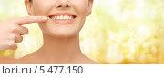 Купить «красивая девушка указывает пальцем на свои зубы», фото № 5477150, снято 6 января 2013 г. (c) Syda Productions / Фотобанк Лори