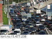 Купить «Большая пробка на Кремлевской набережной в Москве», эксклюзивное фото № 5477238, снято 6 сентября 2011 г. (c) lana1501 / Фотобанк Лори