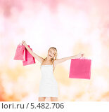 Купить «девушка с пакетами покупок развела руки в стороны», фото № 5482706, снято 26 сентября 2009 г. (c) Syda Productions / Фотобанк Лори